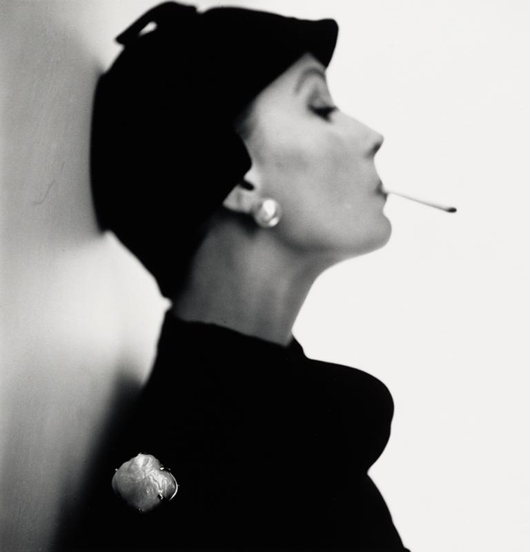 Irving Penn - Velvet Helmet Hat (Sue Jenks), 1983